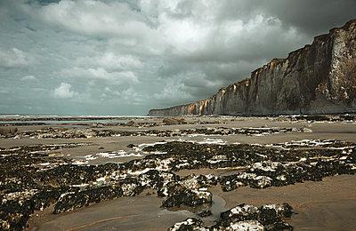 großer Strand vor Steilküste - p1198m1132132 von Guenther Schwering