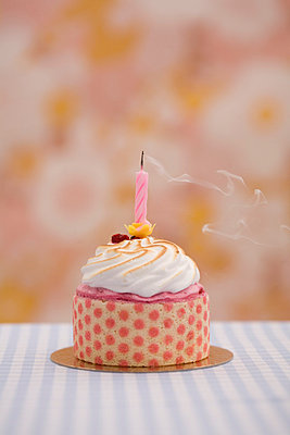 Small birthday cake - p2940793 by Paolo