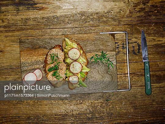 Belegtes Brot - p1171m1573364 von SimonPuschmann