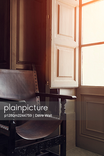 Vintage leather chair at open window  - p1280m2244759 by Dave Wall