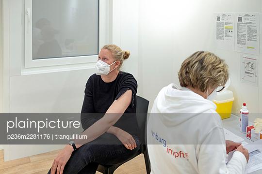 Woman getting covid vaccine - p236m2281176 by tranquillium