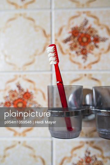 Toothbrush glass - p954m1059548 by Heidi Mayer
