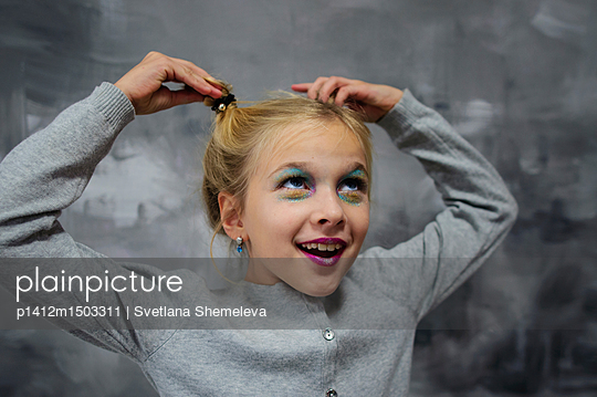 Girl posing in studio - p1412m1503311 by Svetlana Shemeleva