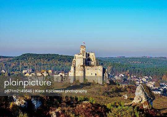 Mirow Castle Ruins, Trail of the Eagles' Nests, Krakow-Czestochowa Upland (Polish Jura), Silesian Voivodeship, Poland - p871m2149846 by Karol Kozlowski photography