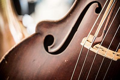 Cello Nahaufnahme - p1352m1425330 von Kilian Reil