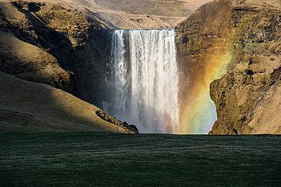 Rainbow in front of splashing waterfall, Iceland - p343m1578012 by Brandon Huttenlocher