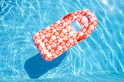 Pool fun - p454m1526333 by Lubitz + Dorner