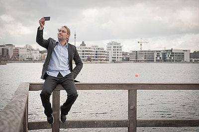 Selfie - p830m912158 von Schoo Flemming