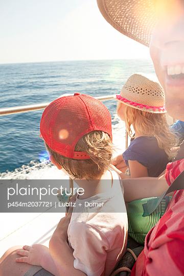 Happy voyage - p454m2037721 by Lubitz + Dorner