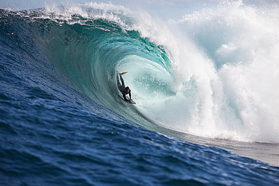 A surfer bodyboarding a dangerous wave at Shipstern bluff, in Tasmania. - p1424m1501751 by Sean Davey