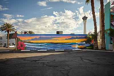 Wandgemälde auf dem Parkplatz des Tod Motor Hotels - p1525m2087858 von Hergen Schimpf