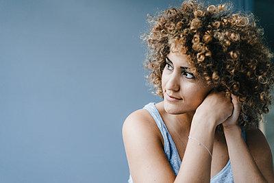 Portrait of a daydreaming woman - p300m2012796 by Kniel Synnatzschke