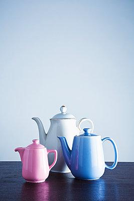 Coffeepots - p1149m2116620 by Yvonne Röder