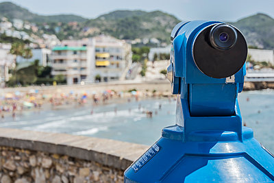 Spain, Province of Barcelona, telescope at beach in Sitges - p300m1023162f by Beatriz Poncet