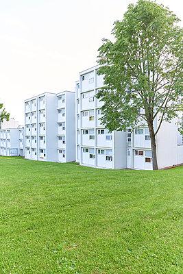 Wohnblock - p587m1165479 von Spitta + Hellwig
