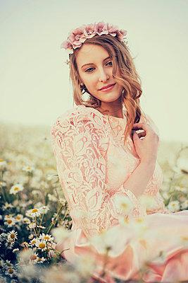 Romantic woman - p992m1045226 by Carmen Spitznagel