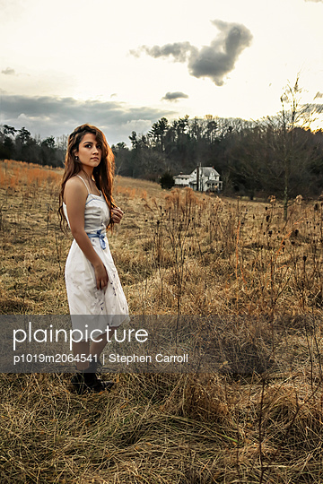 Young woman in the countryside - p1019m2064541 by Stephen Carroll