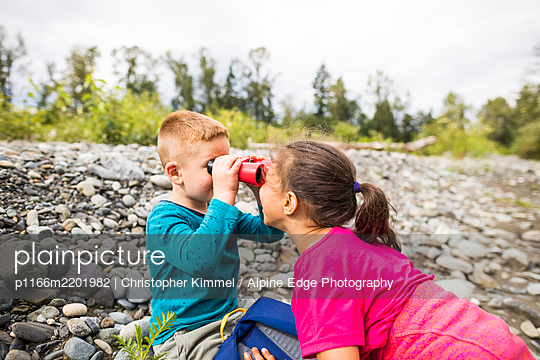 Two children playing while hiking - p1166m2201982 by Christopher Kimmel / Alpine Edge Photography