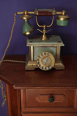 Altes Wählsscheiben-Telefon  - p045m1048088 von Jasmin Sander
