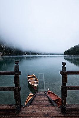 Bootssteg am Pragser Wildsee - p1383m1496362 von Wolfgang Steiner