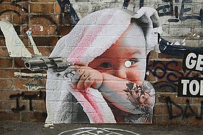 Kind mit Pistole - p277m883380 von Dieter Reichelt