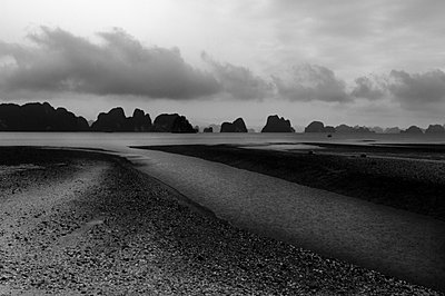 View over the beach and Bai Tu Long Bay from Van Don Island - p934m893253 by William Brantingham photography