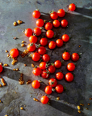 tomatos - p1379m1467796 by James Ransom