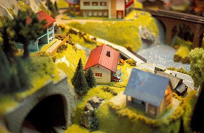 Modeleisenbahnlandschaft - p2370037 von Thordis Rüggeberg