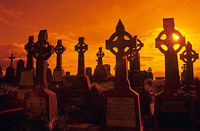 Graveyard in Ireland - p3300403 by Harald Braun
