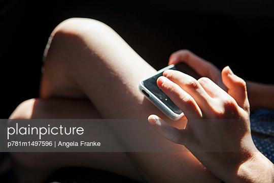 Warten - p781m1497596 von Angela Franke
