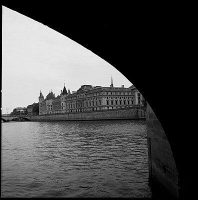 Paris, River Seine - p1654m2253692 by Alexis Bastin