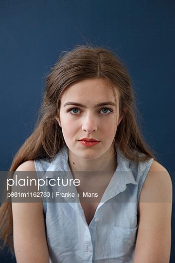 Selbstbetrachtung - p981m1162783 von Franke + Mans