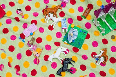 Spielzeugtiere - p712m1466297 von Jana Kay