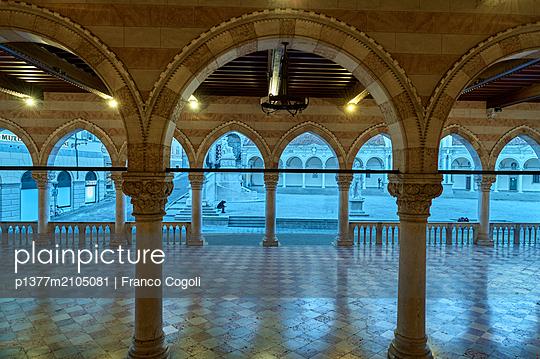 Italy, Friuli-Venezia Giulia, Udine district, Udine, Piazza della Libertà -  View through the arcades of the Loggia del Lionello towards the Loggia di San Giovanni at dusk - p1377m2105081 by Franco Cogoli