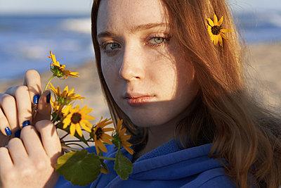 Mädchen am Strand - p1694m2291685 von Oksana Wagner
