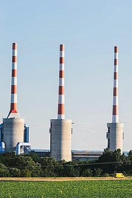 Fabrik vor dem Acker - p1085m855334 von David Carreno Hansen