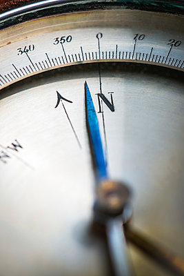 Kompass needle - p1418m1571922 by Jan Håkan Dahlström