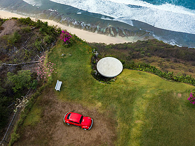 Indonesia, Bali, Aerial view of Nyang Nyang beach, VW beetle and observation point - p300m2042616 von Konstantin Trubavin