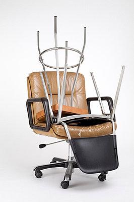 Gestapelte Stühle - p6060468 von Iris Friedrich