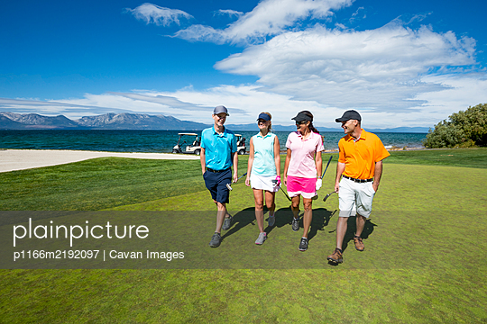 Four people playing golf at Edgewood Tahoe in Stateline, Nevada. - p1166m2192097 by Cavan Images