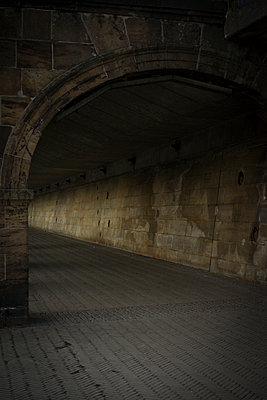 Tunnelgang - p1380m1442084 von van Dowski