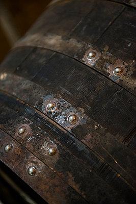 Barrels in winery cellar - p1216m2260512 von Céleste Manet