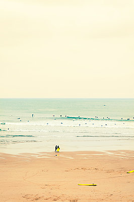 Surfer in Biarritz - p470m1042993 by Ingrid Michel