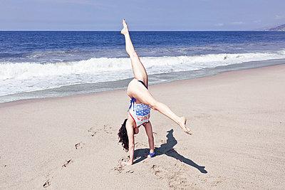 Elegant handstand - p930m814909 by Ignatio Bravo