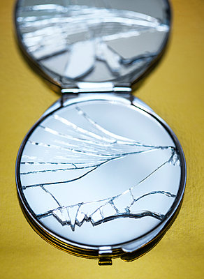 Broken mirror - p971m966526 by Reilika Landen