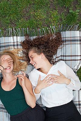 Lesbian couple - p1303m1143527 by Ansgar Schwarz