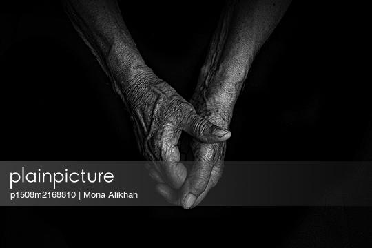 Folded hands, close-up - p1508m2168810 by Mona Alikhah