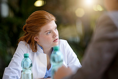 Two doctors having discussion - p429m1514014 by suedhang photography