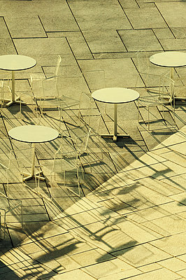 Chairs and tables in an outdoors cafe  - p794m1122659 by Mohamad Itani