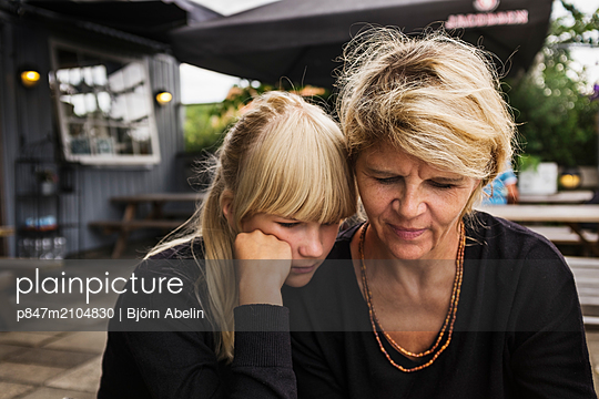 Mother And Teenage Daughter Sitting Together   - p847m2104830 by Björn Abelin
